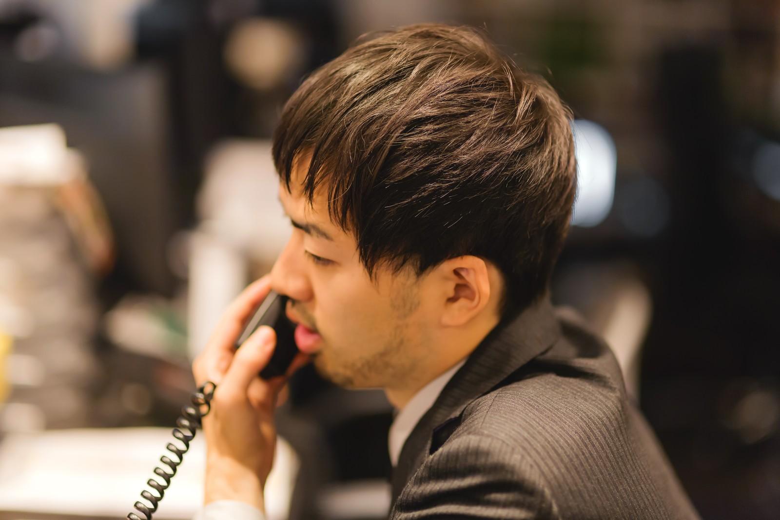 朝から晩まで電話です。