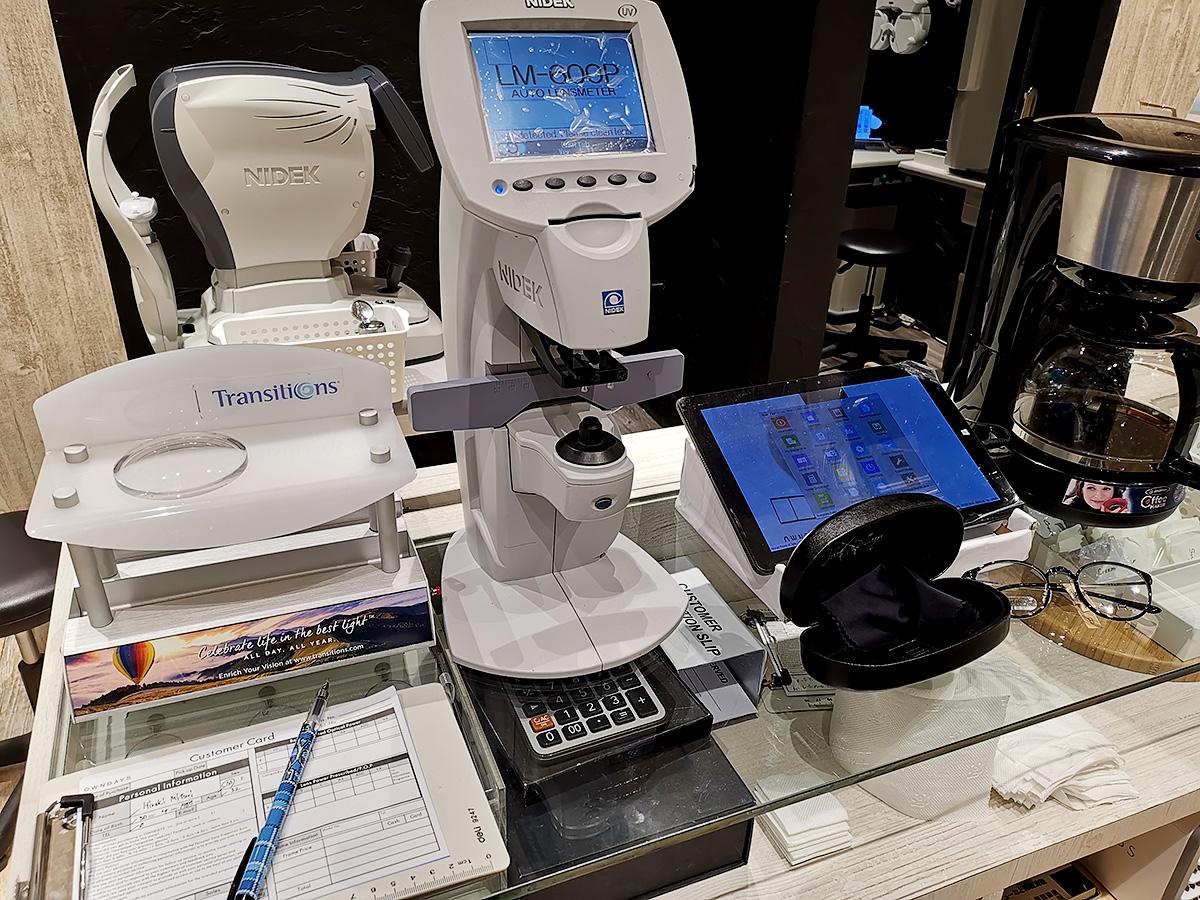 セブ島・オンデーズの視力検査機器