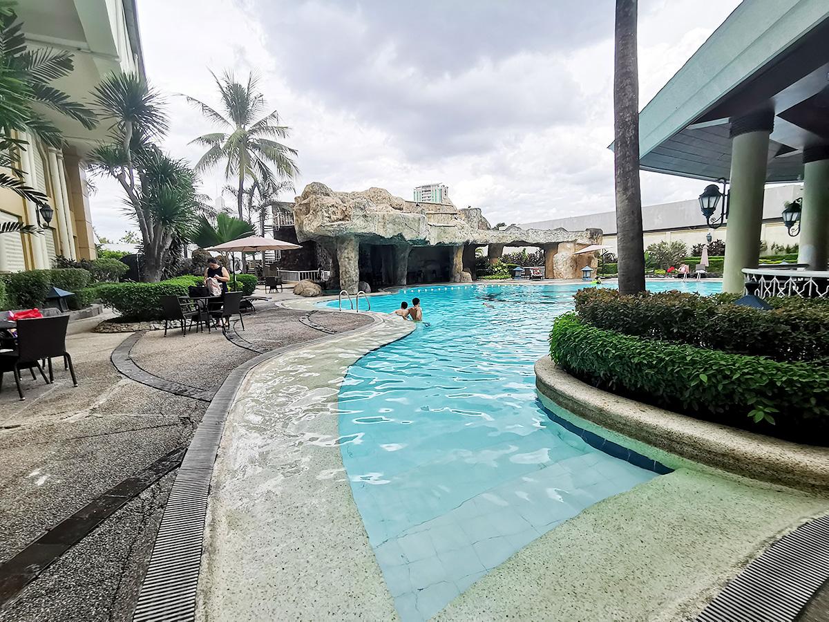 ウォーターフロントホテルの大人用プール